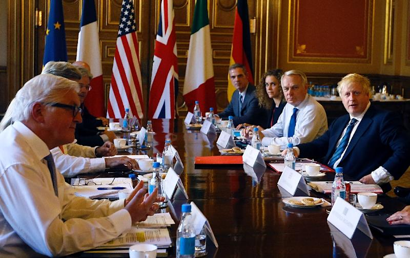 British Foreign Secretary Boris Johnson (R) chairs a meeting with his foreeign counterparts, about the situation in Syria, inside the Foreign and Commonwealth Office (FCO) in central London on July 19, 2016 (AFP Photo/Kirsty Wigglesworth)