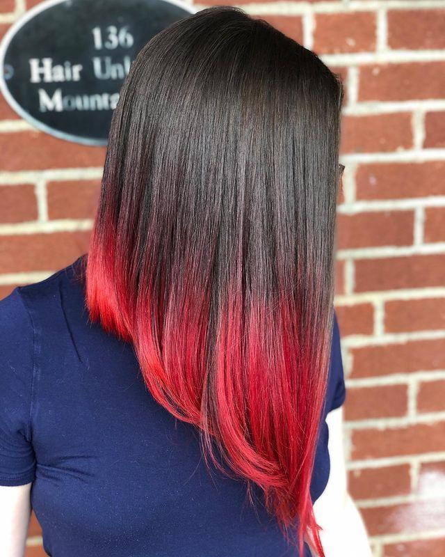 """<p>Capelli lunghi scalati con punte rosso fuoco.</p><p><a href=""""https://www.instagram.com/p/CEhfUyiHsrV/"""" rel=""""nofollow noopener"""" target=""""_blank"""" data-ylk=""""slk:See the original post on Instagram"""" class=""""link rapid-noclick-resp"""">See the original post on Instagram</a></p>"""