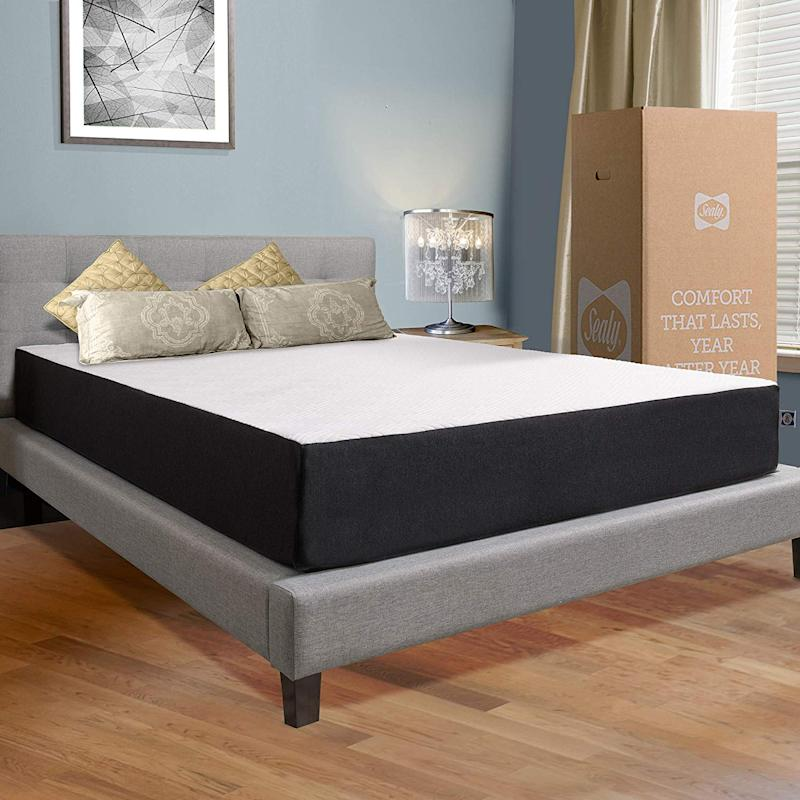 Sealy's 10-inch Hybrid Bed in a Box gives you the best of both worlds. (Photo: Amazon)