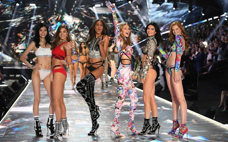 Ming Xi, Grace Elizabeth, Cindy Bruna, Gigi Hadid, Kendall Jenner and Alexina Graham at the Victoria's Secret show 94 in New York in November 2018