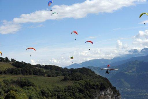 A paragliding centenarian in the US has leapt into the record books, inspired by the flight taken by her 75-year-old son