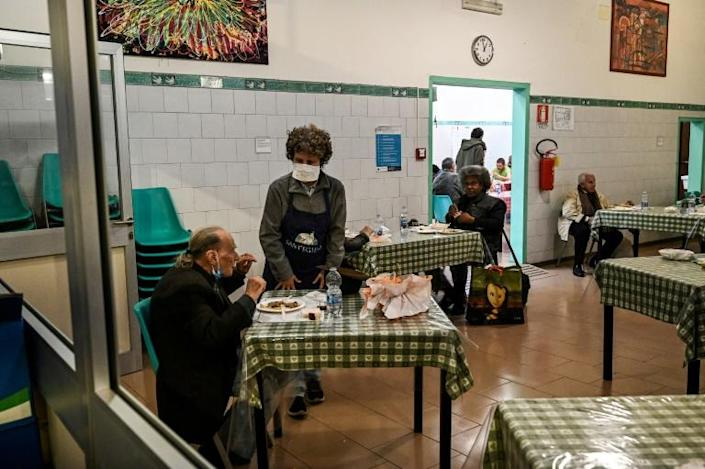 """Calling them Italy's """"new poor"""", the main agricultural lobby, Coldiretti, estimates an additional one million people will now require food assistance, bringing the total to 3.7 million (AFP Photo/Vincenzo PINTO)"""