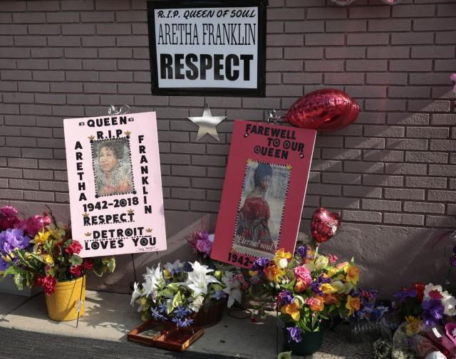 Aretha Franklin: Stars and fans gather for funeral