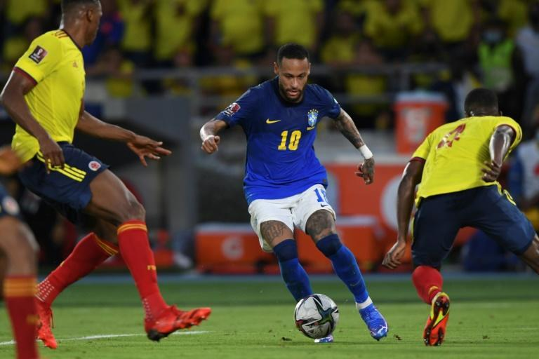 The returning Neymar (center) could not inspire Brazil to victory as they were held 0-0 by Colombia in a World Cup qualifier (AFP/JUAN BARRETO)