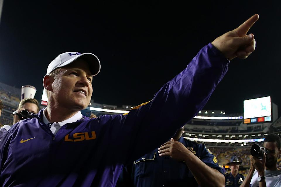 Les Miles is looking to get back into coaching, and he has a personal relationship with Kansas athletic director Jeff Long. (Getty)