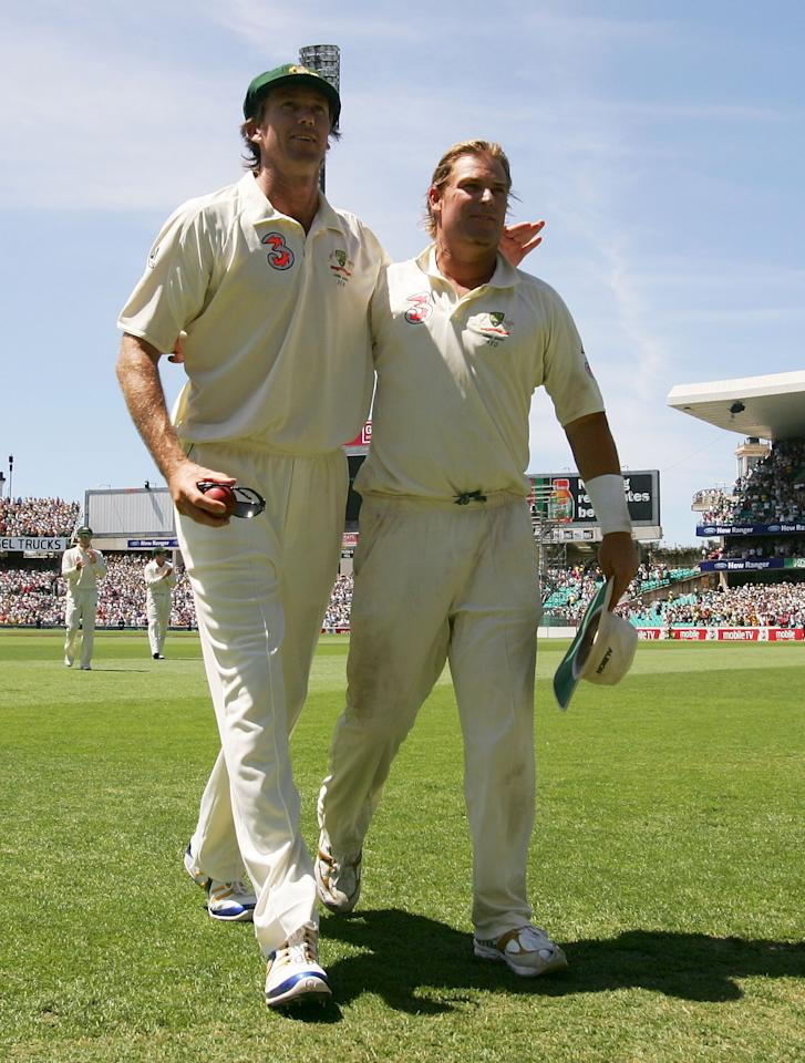 SYDNEY, AUSTRALIA - JANUARY 05:  Glenn McGrath and Shane Warne of Australia leave the field during day four of the fifth Ashes Test Match between Australia and England at the Sydney Cricket Ground on January 5, 2007 in Sydney, Australia.    (Photo by Hamish Blair/Getty Images)