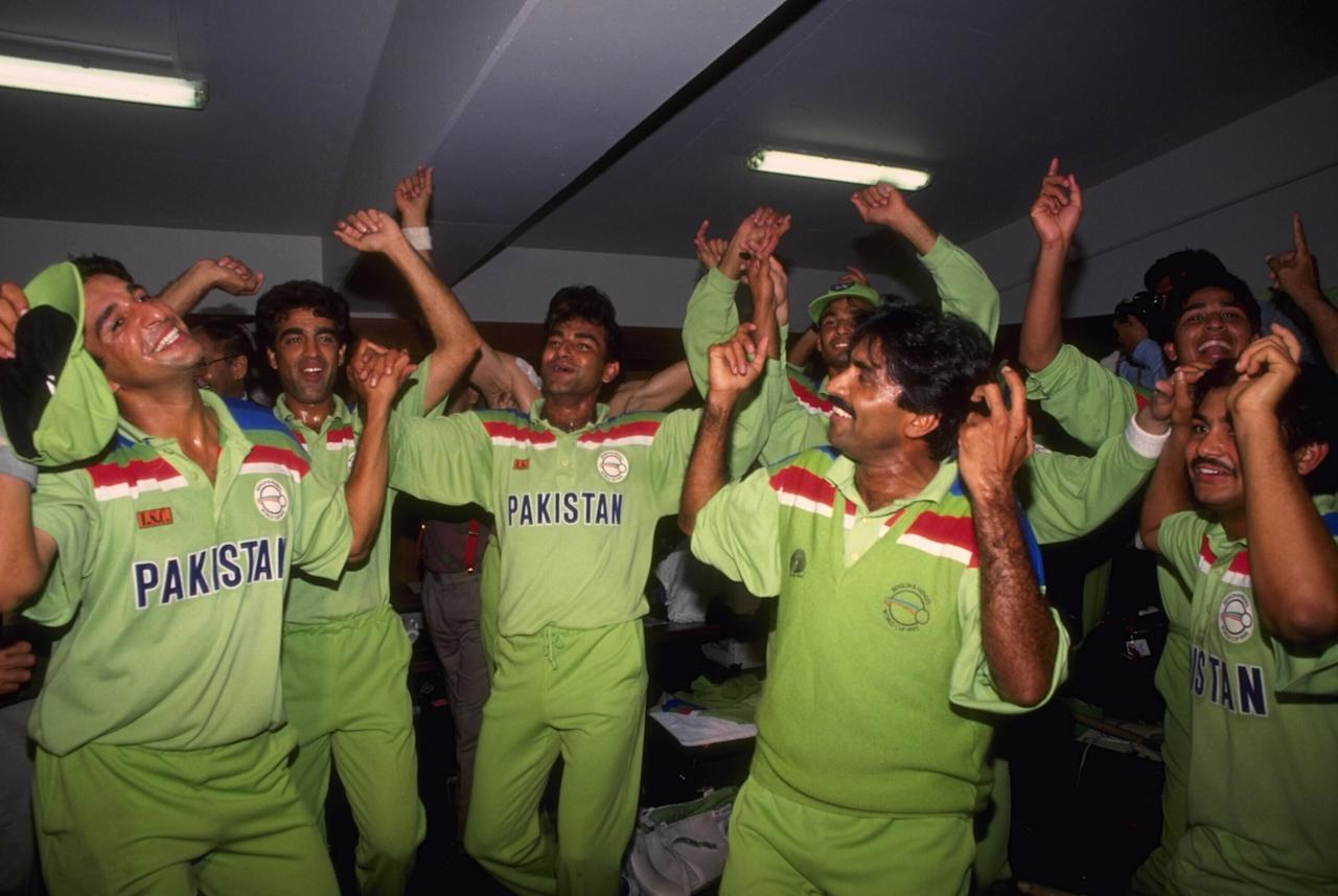 1992:  Pakistan celebrate winning the Cricket World Cup after beating England in the final at the MCG in Melbourne.
