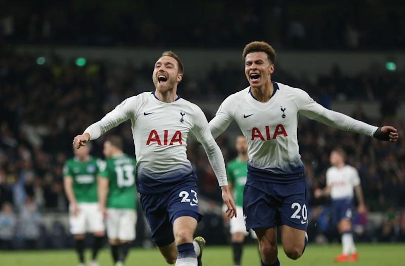 Mauricio Pochettino: Kane says Spurs players consoled Argentine in his house