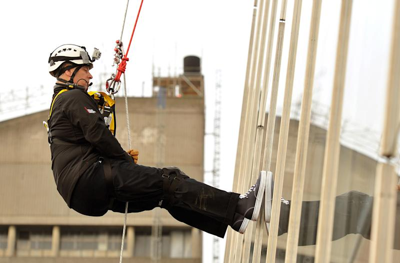 Britain's Prince Andrew abseils down the Shard building, Europe's tallest building, to raise money for educational charity the Outward Bound Trust and the Royal Marines Charitable Trust Fund in London September 3, 2012. REUTERS/John Stillwell/POOL (BRITAIN - Tags: ROYALS ENTERTAINMENT BUSINESS CONSTRUCTION SOCIETY)