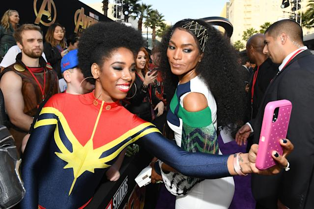 <p>The actress also selfied — giving good face — with a costumed fan. (Photo: Emma McIntyre/Getty Images) </p>