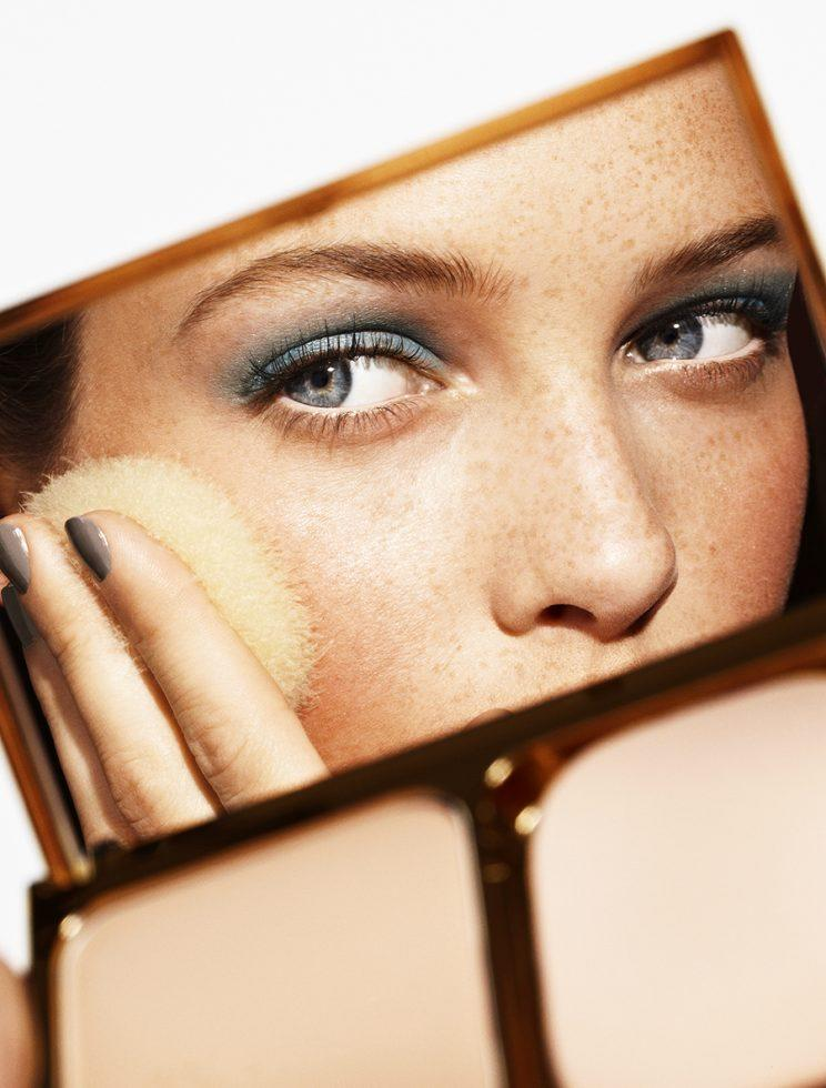 Wearing a full face of makeup is a requirement for women at one luxury London hotel. (Photo: Trunk)