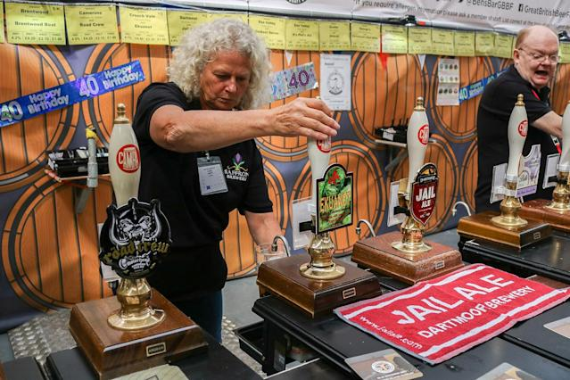 <p>Hundreds of visitors sample 900 different real ales, craft beers international beers, ciders at the CAMRA Great British Beer Festival, August 8, 2017 in London, England. (Photo: Amer Ghazzal/REX/Shutterstock) </p>