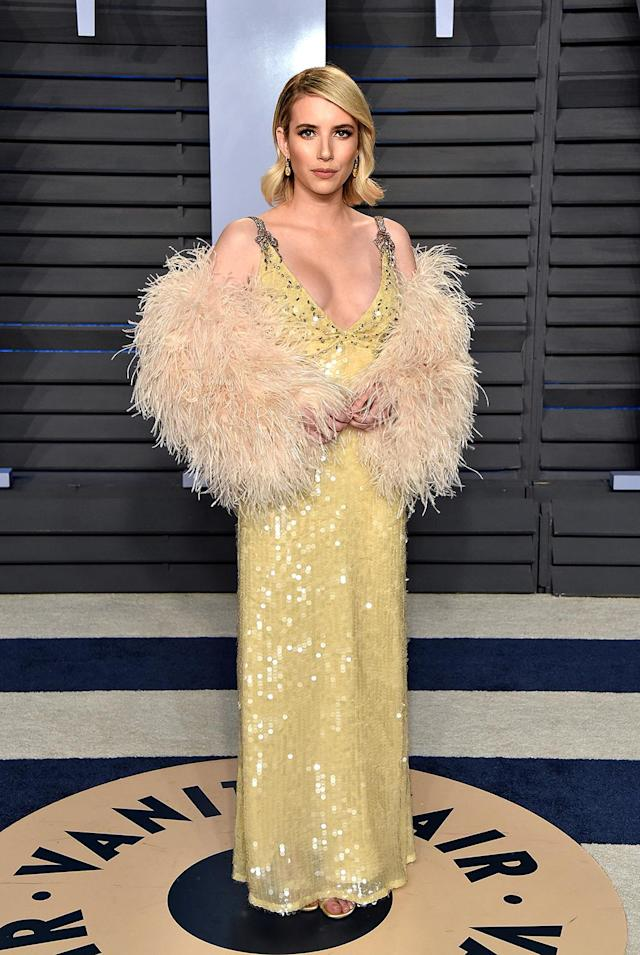 <p>Roberts channeled Old Hollywood glamour in a yellow beaded gown with a feathered stole. (Photo: John Shearer/Getty Images) </p>
