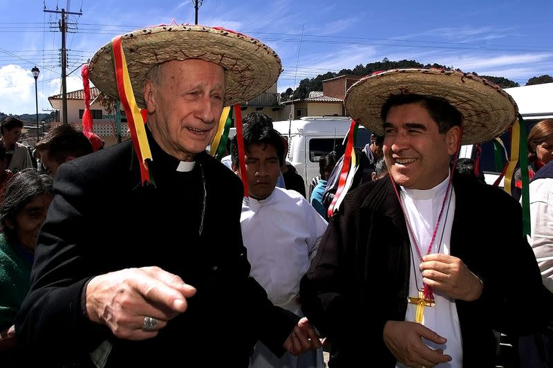 FILE PHOTO: CARDINAL ETCHEGARAY TALKS WITH MEXICAN BISHOP FELIPE ARIZMENDI IN SAN JUANCHAMULA MEXICO.