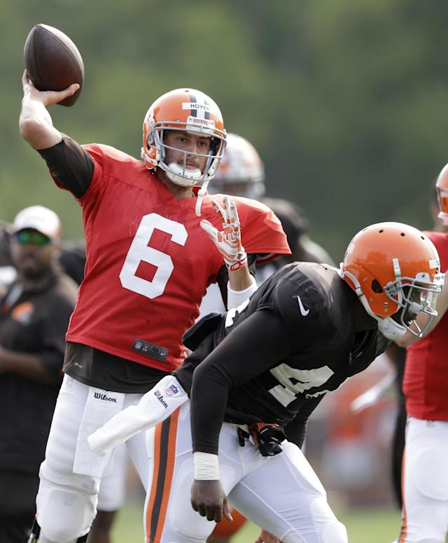 Cleveland Browns quarterback Brian Hoyer passes during practice at the NFL football team's training camp Tuesday, Aug. 5, 2014, in Berea, Ohio. (AP Photo/Tony Dejak)