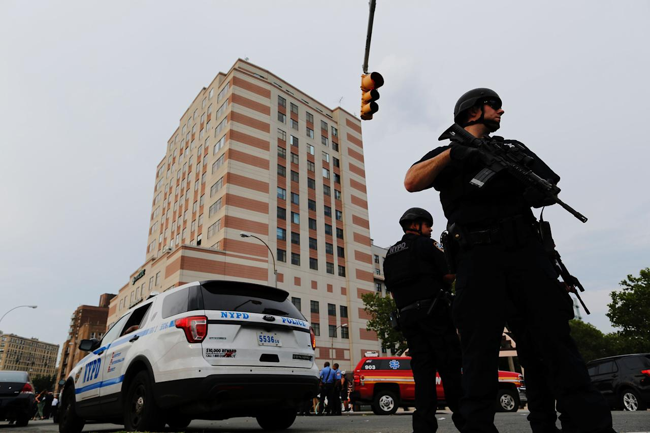 <p>NYPD officers stand guard outside the Bronx-Lebanon Hospital as they respond to an active shooter north of Manhattan in New York on June 30, 2017. (Eduardo Munoz Alvarez/AFP/Getty Images) </p>