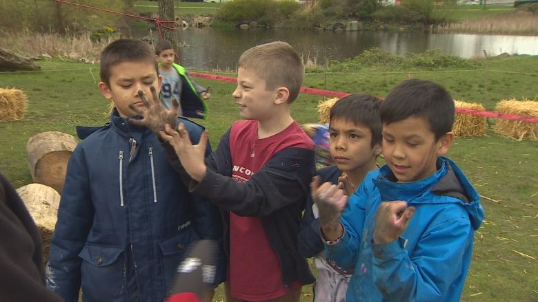 'I would do this every day': Kids get hands dirty at pop-up playground