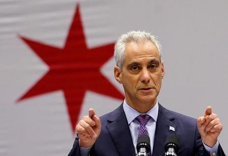FILE PHOTO: Chicago Mayor Rahm Emanuel delivers a speech in Chicago, Illinois, U.S., September 22, 2016. REUTERS/Jim Young/File Photo