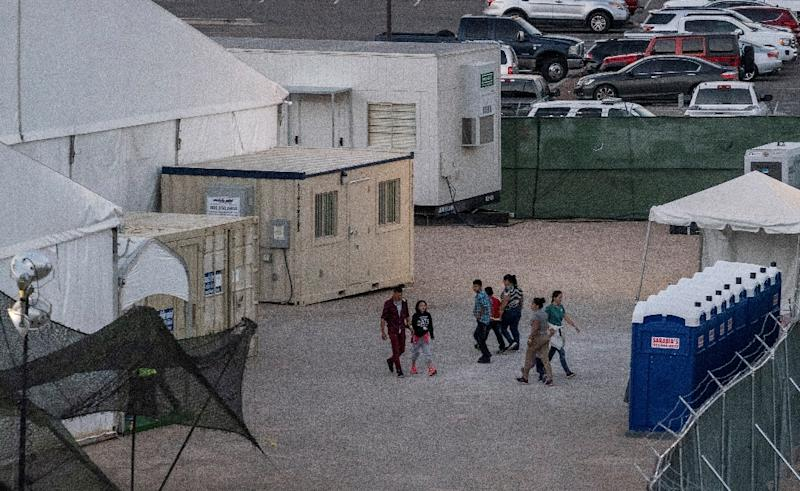 Immigrants behind the fences of a temporary facility set up to hold them at the El Paso Border Patrol station (AFP Photo/Paul Ratje)
