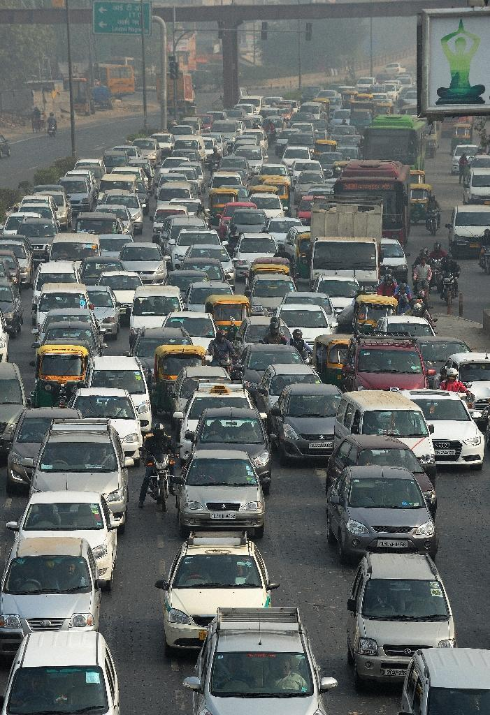 Indian motorists clog a highway in New Delhi in 2015 (AFP Photo/Money Sharma)