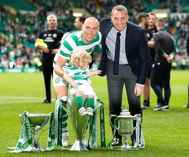 Soccer Football - Celtic vs Ireland XI - Scott Brown Testimonial - Celtic Park, Glasgow, Britain - May 20, 2018 Celti's Scott Brown poses with a child, manager Brendan Rodgers and their trophies after the game Action Images via Reuters/Jason Cairnduff