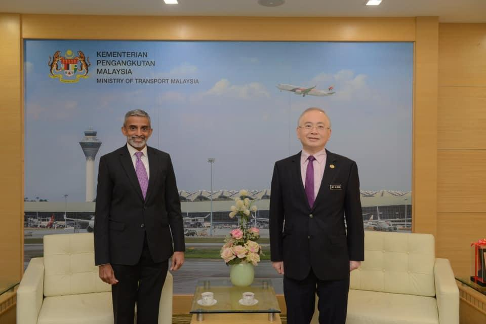 Courtesy call meeting between Malaysian Transport Minister Wee Ka Siong (right) and Singapore High Commissioner to Malaysia Vanu Gopala Menon. (PHOTO: Facebook/Wee Ka Siong)