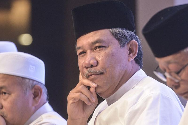 Mohamad thanked the association for its quick apology but said it should also understand the basis of the people's anger and suspicions over the mistake. — Picture by Shafwan Zaidon