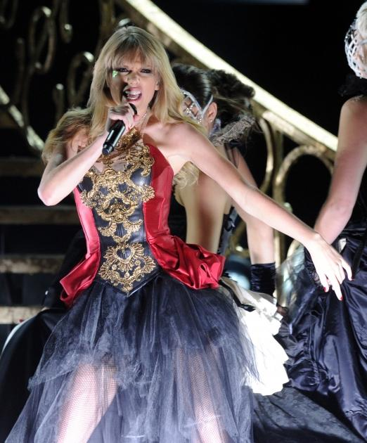 Taylor Swift performs 'I Knew You Were Trouble' at the 40th American Music Awards on November 18, 2012 -- Getty Images