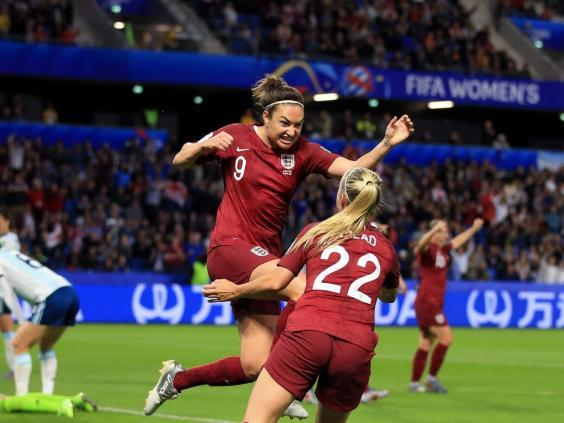Jodie Taylor celebrates scoring the winning goal against Argentina with Beth Mead (Getty)