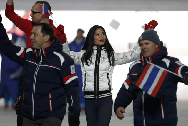 Violinist Vanessa-Mae Vanakorn, set to ski for Thailand, waves during the opening ceremony of the 2014 Sochi Winter Olympics, February 7, 2014. REUTERS/Phil Noble (RUSSIA - Tags: OLYMPICS SPORT)