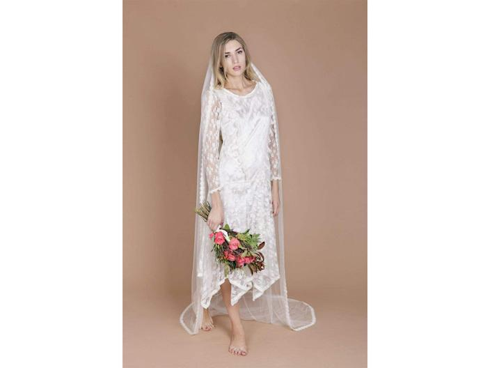 Made from silk tulle with a lace trim, this veil is the perfect finishing touchIndiebride London