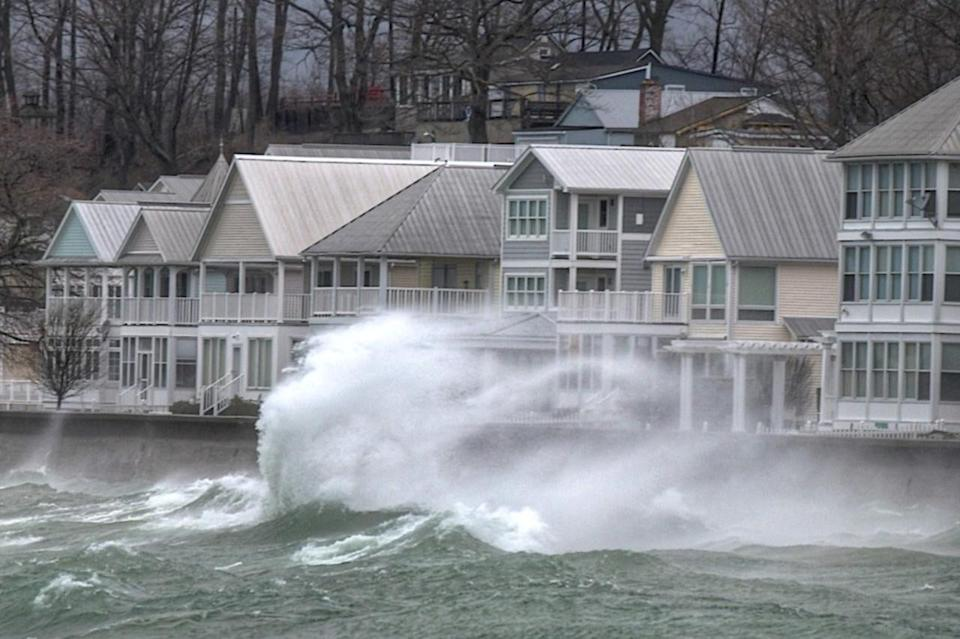 PHOTOS: Intense winds flare up in southern Ontario, minor floods occur