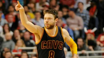 Matthew Dellavedova indicates the length of his new deal.