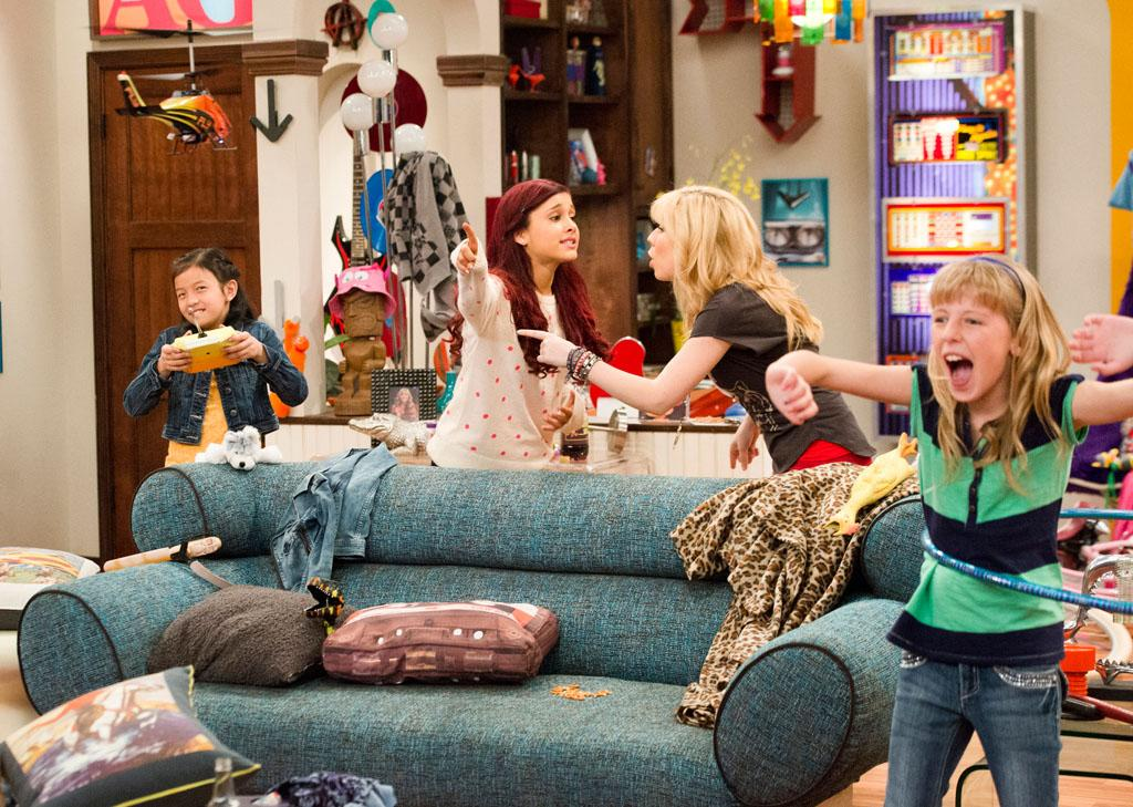 "Sam (Jennette McCurdy) and Cat (Ariana Grande) in the ""Sam & Cat"" episode, ""#GoomerSitting."""