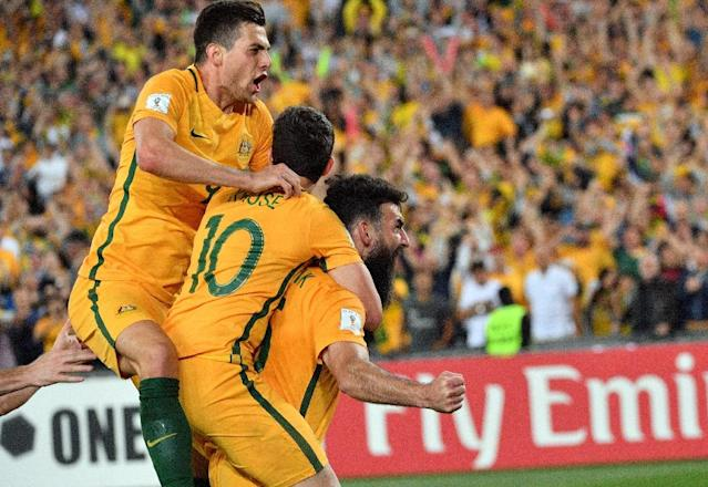 Australia's Mile Jedinak (R) is congratulated by teammates after scoring a goal against Honduras in their FIFA 2018 World Cup qualification play-off 2nd leg match, in Sydney, on November 15, 2017 (AFP Photo/Saeed KHAN)