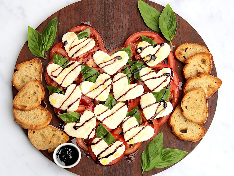 This 5-Ingredient Caprese Heart Salad Is the Perfect Valentine's Day Appetizer