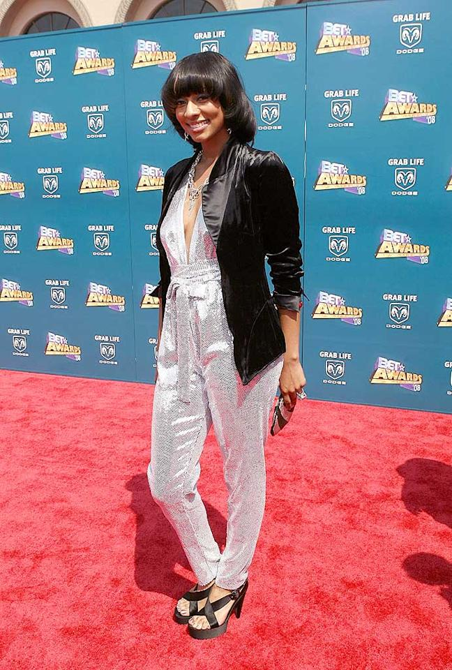 """Keri Hilson rarely dons a disaster, but last night the singer surprised everyone in a silly silver jumpsuit. Maury Phillips/<a href=""""http://www.wireimage.com"""" target=""""new"""">WireImage.com</a> - June 24, 2008"""