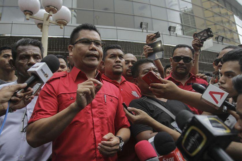 Jamal addresses members of the media outside the Sogo Shopping Mall in Kuala Lumpur July 23, 2016. — Picture by Yusof Mat Isa