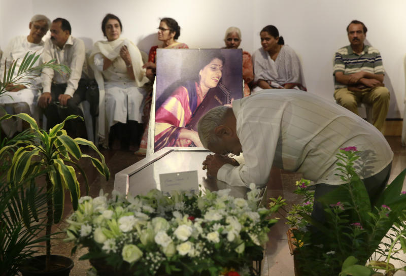 A man pays his last respect to classical Indian musician Kishori Amonkar in Mumbai, India, Tuesday, April 4, 2017. Amonkar, renowned for her innovative interpretation of classical Indian music, has died, one of her students said Tuesday. She was 84. (AP Photo/Rafiq Maqbool)