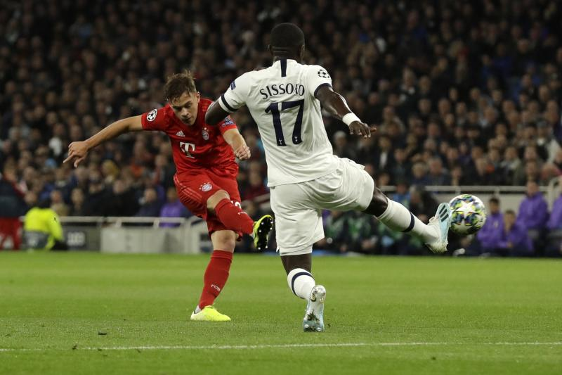 Bayern's Joshua Kimmich, left, scores his side's first goal during the Champions League group B soccer match between Tottenham and Bayern Munich at the Tottenham Hotspur stadium in London, Tuesday, Oct. 1, 2019. (AP Photo/Matt Dunham)