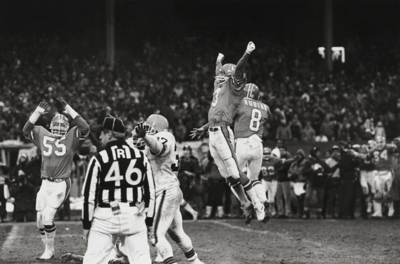 Rich Karlis (No. 3) celebrates his game-winning kick over Cleveland. (Getty)