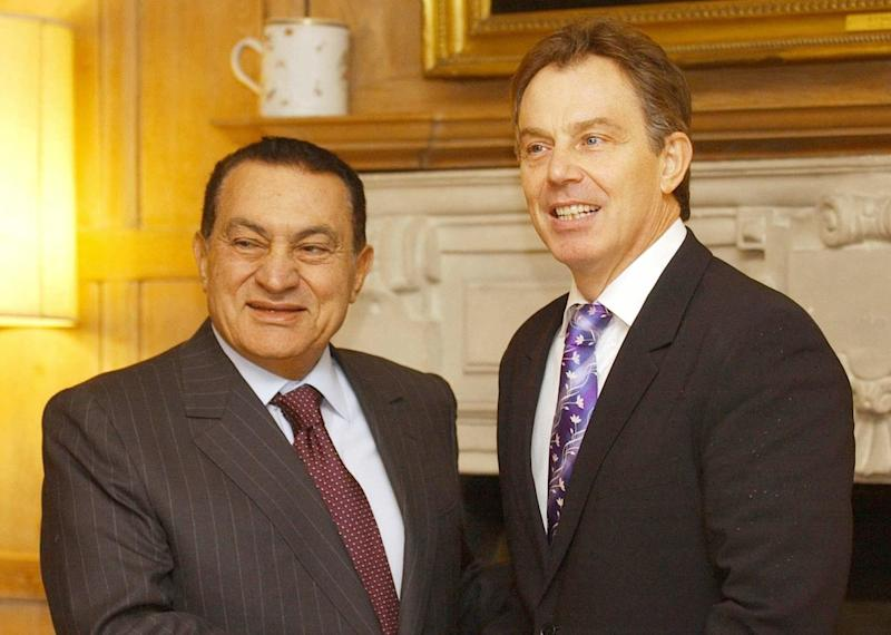 <strong>Hosni Mubarak is welcomed to Chequers by then-PM Tony Blair in 2008.</strong> (Photo: PA)