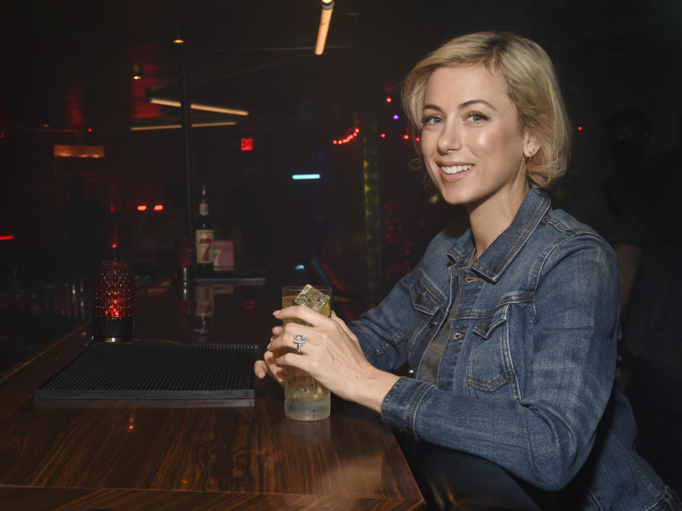 Iliza Shlesinger enjoys a classic dive bar cocktail - Seagram's 7&7 - while giving back to small businesses and dive bars across the country.
