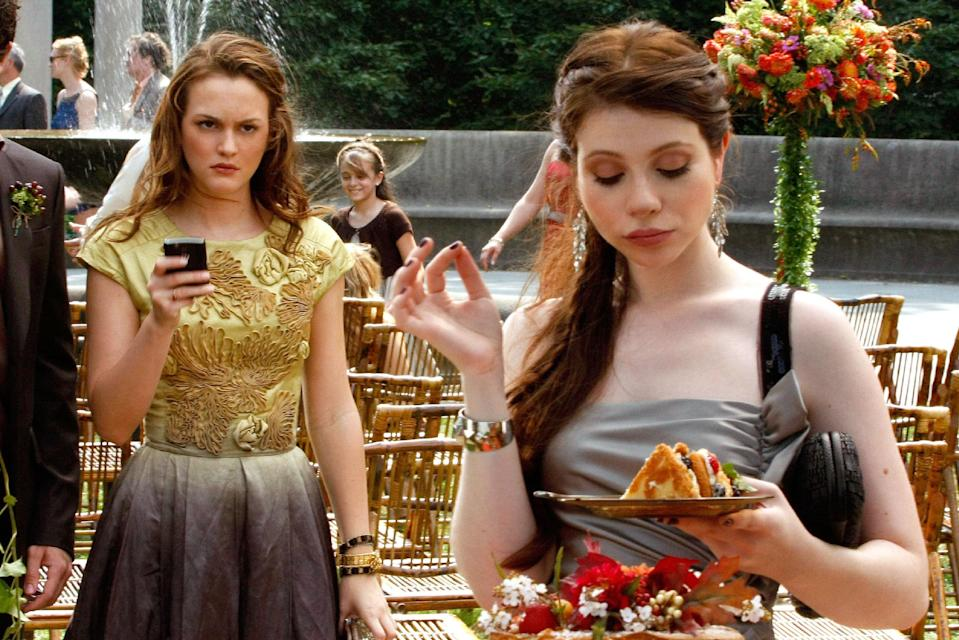 """<h1 class=""""title"""">GOSSIP GIRL, from left: Leighton Meester (wearing a Valentino dress), Michelle Trachtenberg, 'Rufus</h1><cite class=""""credit"""">©CW Network/Courtesy Everett Collection</cite>"""