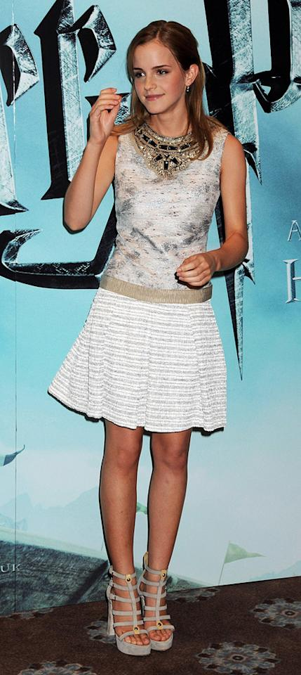 "<a href=""http://movies.yahoo.com/movie/contributor/1802866081"">Emma Watson</a> at the London photocall for <a href=""http://movies.yahoo.com/movie/1809791044/info"">Harry Potter and the Half-Blood Prince</a> - 07/06/2009"