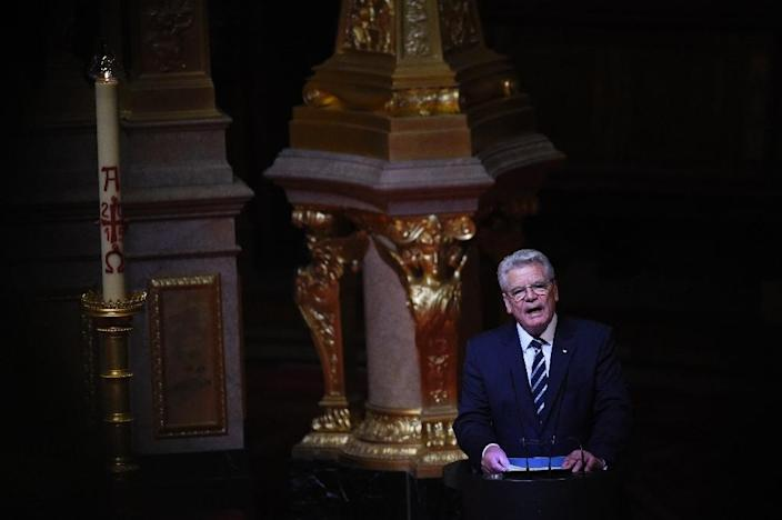 German President Joachim Gauck addresses a church service commemorating the centenary of the massacre of 1,5 million Armenians by Ottoman forces at the Cathedral in Berlin on April 23, 2015 (AFP Photo/Tobias Schwartz)