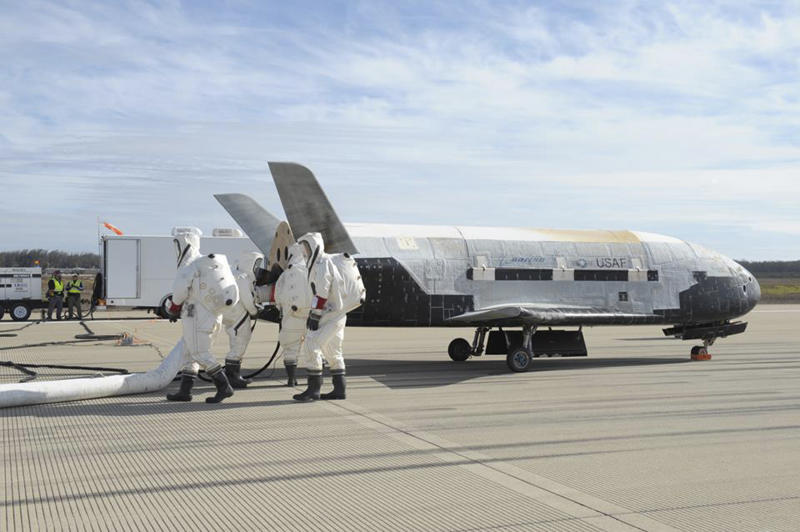 The X-37B Orbital Test Vehicle mission 3 space plane is shown after landing at Vandenberg Air Force Base, California October 17, 2014 in this handout photograph provided by Vandenberg Air Force Base. The United States military landed the robotic space plane in central California on Friday, ending a classified 22-month mission that marked the third in Earth orbit for the experimental program, the Air Force said. REUTERS/Boeing/Vandenberg Air Force Base/Handout via Reuters (UNITED STATES - Tags: SCIENCE TECHNOLOGY MILITARY) ATTENTION EDITORS - THIS PICTURE WAS PROVIDED BY A THIRD PARTY. REUTERS IS UNABLE TO INDEPENDENTLY VERIFY THE AUTHENTICITY, CONTENT, LOCATION OR DATE OF THIS IMAGE. FOR EDITORIAL USE ONLY. NOT FOR SALE FOR MARKETING OR ADVERTISING CAMPAIGNS. THIS PICTURE IS DISTRIBUTED EXACTLY AS RECEIVED BY REUTERS, AS A SERVICE TO CLIENTS