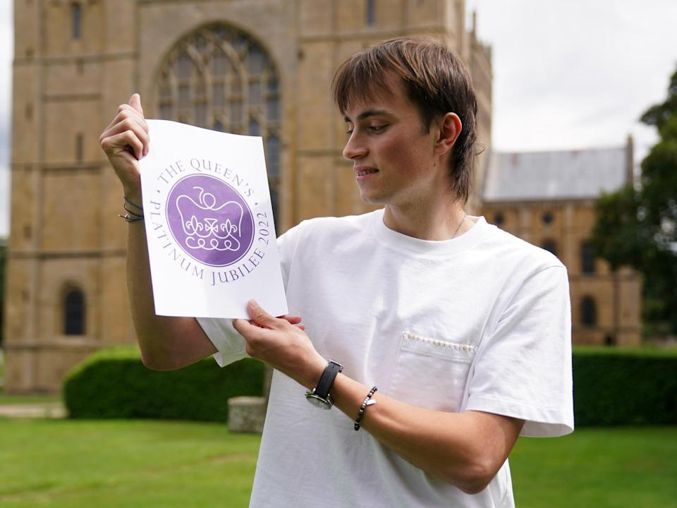 Edward Roberts with his winning design for Queen's Platinum Jubilee emblem (Getty Images)
