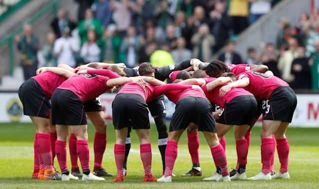 Soccer Football - Scottish Premiership - Hibernian v Celtic - Easter Road, Edinburgh, Britain - April 21, 2018 Celtic players huddle before the match REUTERS/Russell Cheyne