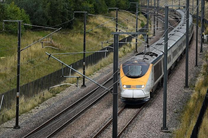 A Eurostar train travels through the countryside near Maidstone in Kent, south east England, on August 25, 2015 (AFP Photo/Ben Stansall)